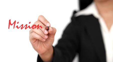 asian zakelijke vrouw de hand te schrijven Mission woord Stockfoto