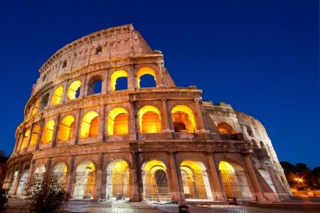 rome italie: Colis�e d�me ou colosseo au cr�puscule Banque d'images