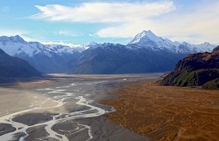 monta�as nevadas: Vista a�rea del glaciar de Tasman ANF Monta�a de Cook en el Pico de paisaje de Nueva Zelanda Foto de archivo