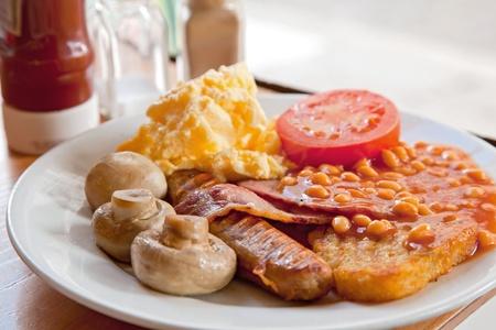 Petit déjeuner anglais complet sur le tableau