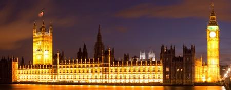 Дом Парламента и Вестминстер Биг-Бен ночью Panorama, Лондон Англия Великобритания Фото со стока - 13406104