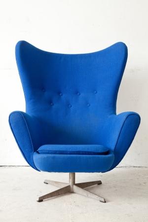 sandalye: Eski odada mavi modern tarzda Koltuk