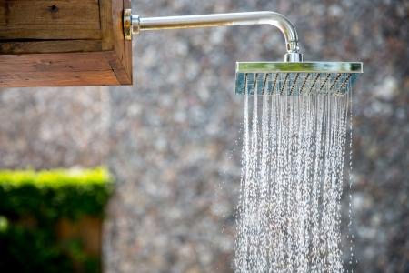 소나기 야외에서 물 스톡 콘텐츠