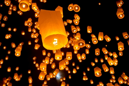 yeepeng: Flying Sky Lantern on Yeepeng festival, thai lanna tradition religion in Chiangmai thailand Stock Photo