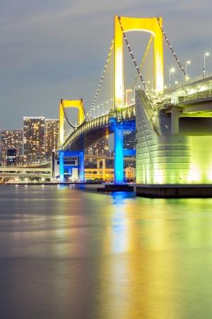rainbow bridge: Rainbow bridge from Odaiba Tokyo at dusk in Japan