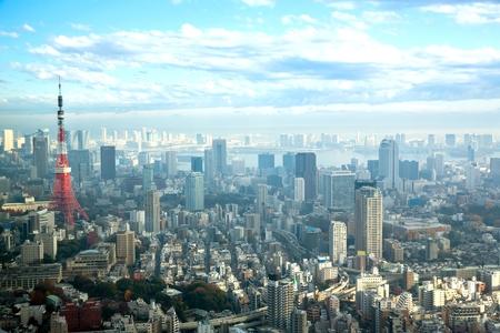 Tokyo Tower met skyline stadsgezicht in Japan Redactioneel