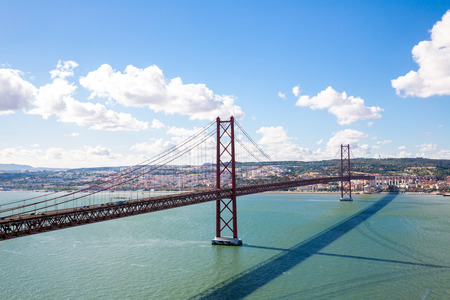 lisbonne: Lisbon cityscape and the 25 de Abril Bridge, Portugal Stock Photo