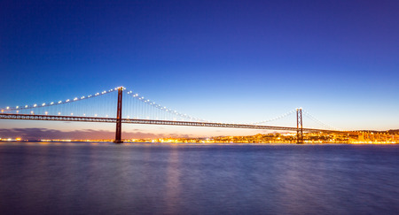 lisbonne: panorama of Lisbon cityscape and the 25 de Abril Bridge, Portugal