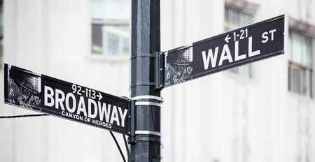 ウォール街とブロードウェイは、ニューヨークで署名します。