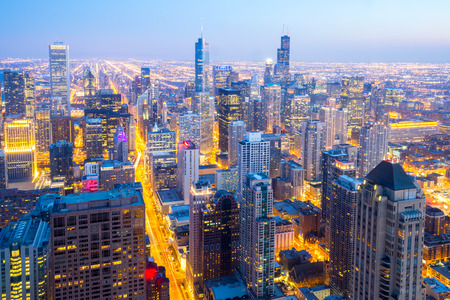 ダウンタウン夕暮れ米国シカゴ市の空中写真