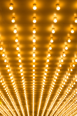 黄金の球根のマーキー ライトの背景