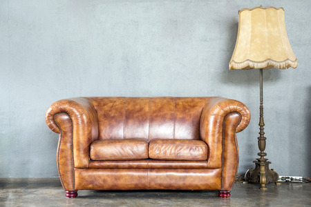 classical style Armchair sofa couch in vintage room with desk lamp 版權商用圖片 - 31196081