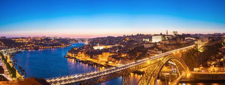 dom: Panorama de pont Dom Luiz à Porto Portugal au crépuscule
