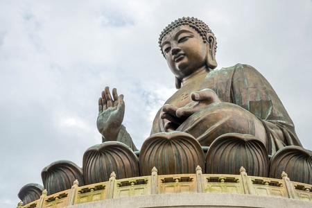cabeza de buda: Tian Tan Buda gigante en el Monasterio Po Lin Hong Kong