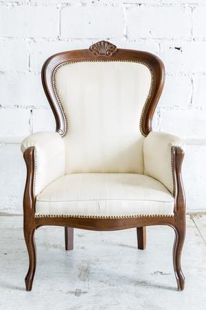muebles antiguos: Blanco vintage Silla estilo farbirc clásica