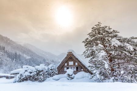 Shirakawago with Snowfall and winter Sun,  Gifu Chubu Japan Banque d'images