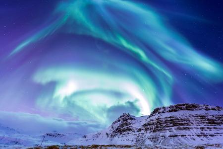 De Northern Light Aurora borealis bij Kirkjufell IJsland Stockfoto