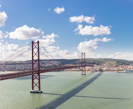 lisbonne: Panorama of Lisbon cityscape with 25 de Abril suspension Bridge Portugal Stock Photo