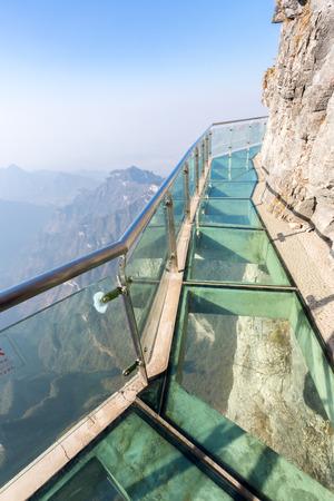 Glass sky Spaziergang am Tianmenshan Tianmen Berg Zhangjiajie China Standard-Bild - 41669614