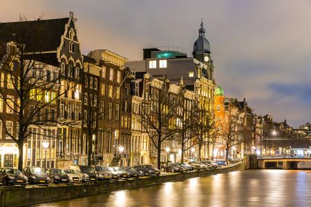 Côté Amsterdam Canals Ouest à Natherlands crépuscule