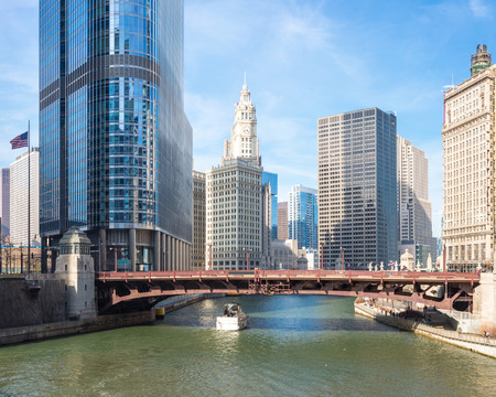 the sears tower: Panorama Chicago downtown and River with bridges