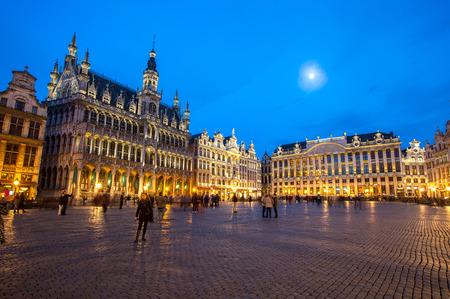 그랑 플라스 (Grand Place) 브뤼셀, 황혼 벨기에. 스톡 콘텐츠