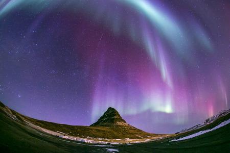 endlos: Die Northern Light Aurora borealis auf Kirkjufell Island