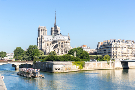 tourist cruise in River Seine Paris with Cathedral Notre Dame Reims Champagne Reklamní fotografie - 45717892
