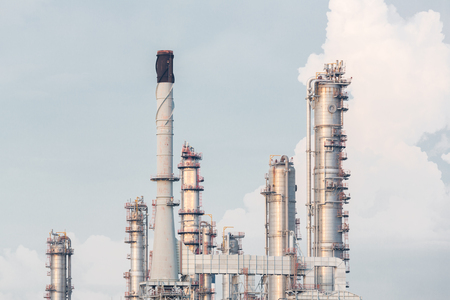 huile: Oil Refinery Plant in filed