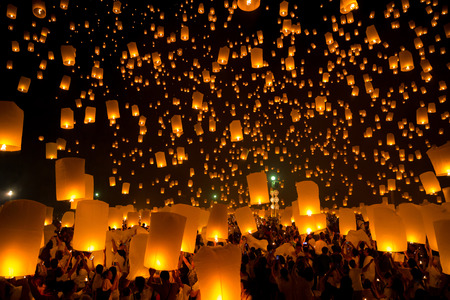 sky lantern: Flying Sky Lantern on Yeepeng festival, thai lanna tradition religion in Chiangmai thailand Stock Photo