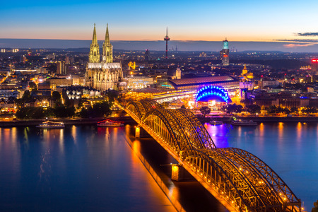 Aerial Cologne Cathedral and Hohenzollern Bridge, Cologne, Germany 免版税图像