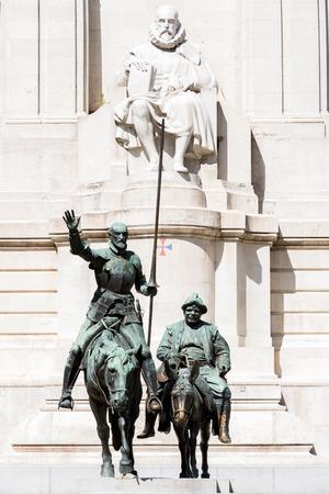 don quijote: Monumento a Cervantes, Don Quijote y Sancho Panza en la Plaza de España de Madrid España