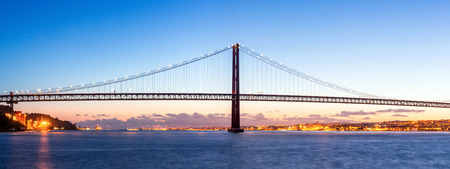 lisbonne: Panorama of Lisbon cityscape with 25 de Abril suspension Bridge, Portugal at dusk