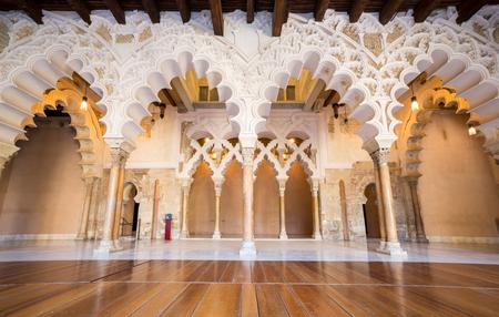 Couloir de la Aljafería alcazar de Saragosse Espagne