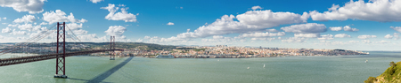 lisbonne: Panorama of Lisbon cityscape with 25 de Abril suspension Bridge, Portugal Stock Photo