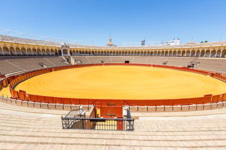 corrida de toros: plaza de toros, plaza de toros, Sevilla, España Editorial