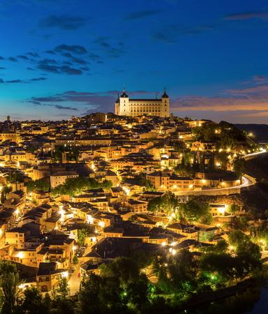 espanya: Panorama shot of Toledo Cityscape with Alcazar at dusk in Madrid Spain