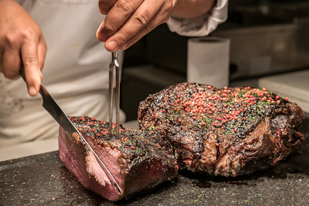 Carving of Wagyu beef roast Imagens