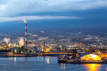 日本の業界静岡県富士山背景から工場