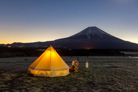 acampar en la montaña Fuji, Japón Foto de archivo