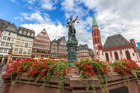 roemer: Frankfurt old town with the Justitia statue. Germany