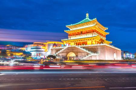 Xian torre sineira (chonglou) em Xian antiga cidade da China ao entardecer