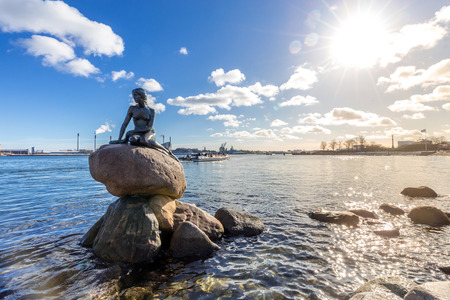 View of the Little mermaid statue in Copenhagen Denmark 版權商用圖片 - 93844501
