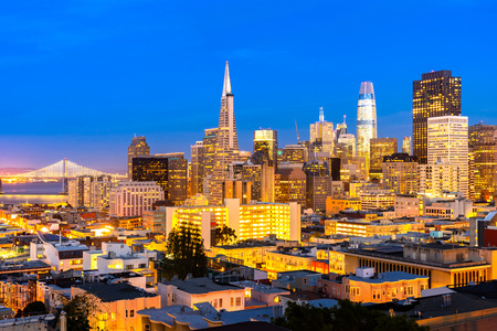 San Francisco downtown skyline Aerial view at sunset from Ina Coolbrith Park Hill in San Francisco, California, USA. 版權商用圖片