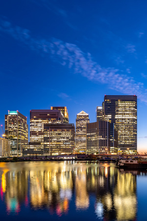 Skylines building at Canary Wharf in London UK sunset twilight 免版税图像