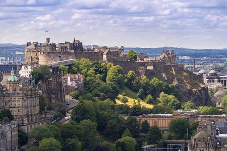 Castello di Edimburgo con Cityscape da Calton Hill, Edimburgo, Scozia UK