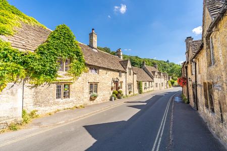 Castle Combe Dorf in Cotswolds England UK Standard-Bild
