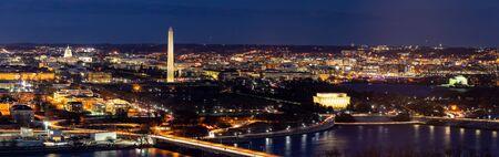 Vista aérea panorámica del paisaje urbano de Washington DC desde Arlington, Virginia, EE. Foto de archivo