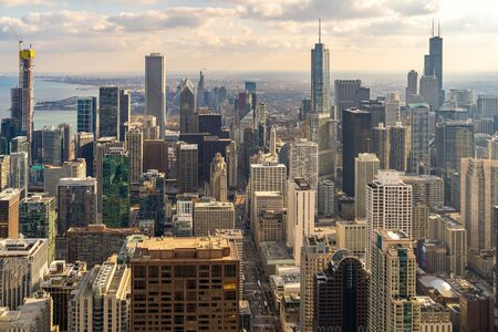 Sunset Vista aérea del edificio de los rascacielos de Chicago en el centro de Chicago en la ciudad de Chicago, Illinois, EE. Mirando al sur de Chicago.