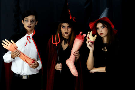 Portrait of group of friends asian young adult people wear Halloween costume to be witches and dracula character. Halloween celebrate and international holiday concept. Banque d'images - 155226624
